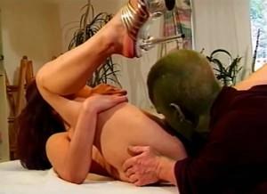Kleine porno dwerg beft haar kut