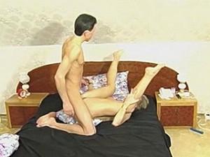 Sexy zeer rijpe vrouw laat zich door haar lover neuken