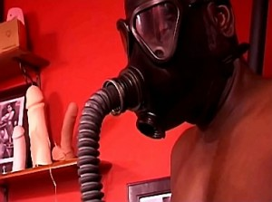 Breathplay en gasmasker training door kinky mistress